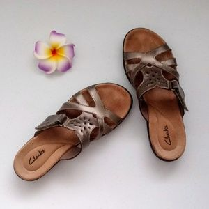 Clarks Shoes Mauve Embroidered Flower Sandals Size 65